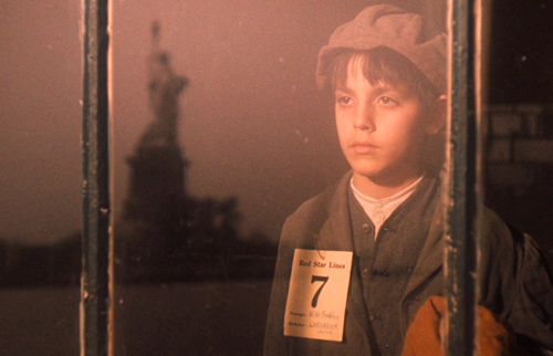 the-godfather-part-ii-young-vito-coleone-statue-of-liberty-ellis-island