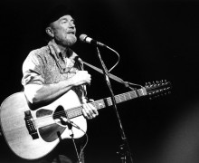Pete Seeger, 1986, photo by Josef Schwartz, courtesy Wikicommons