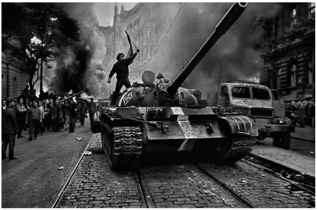 Czech citizen on a tank, 1968. Image courtesy of the Art Institute of Chicago, gift of private collector, © Josef Koudelka/Magnum Photos