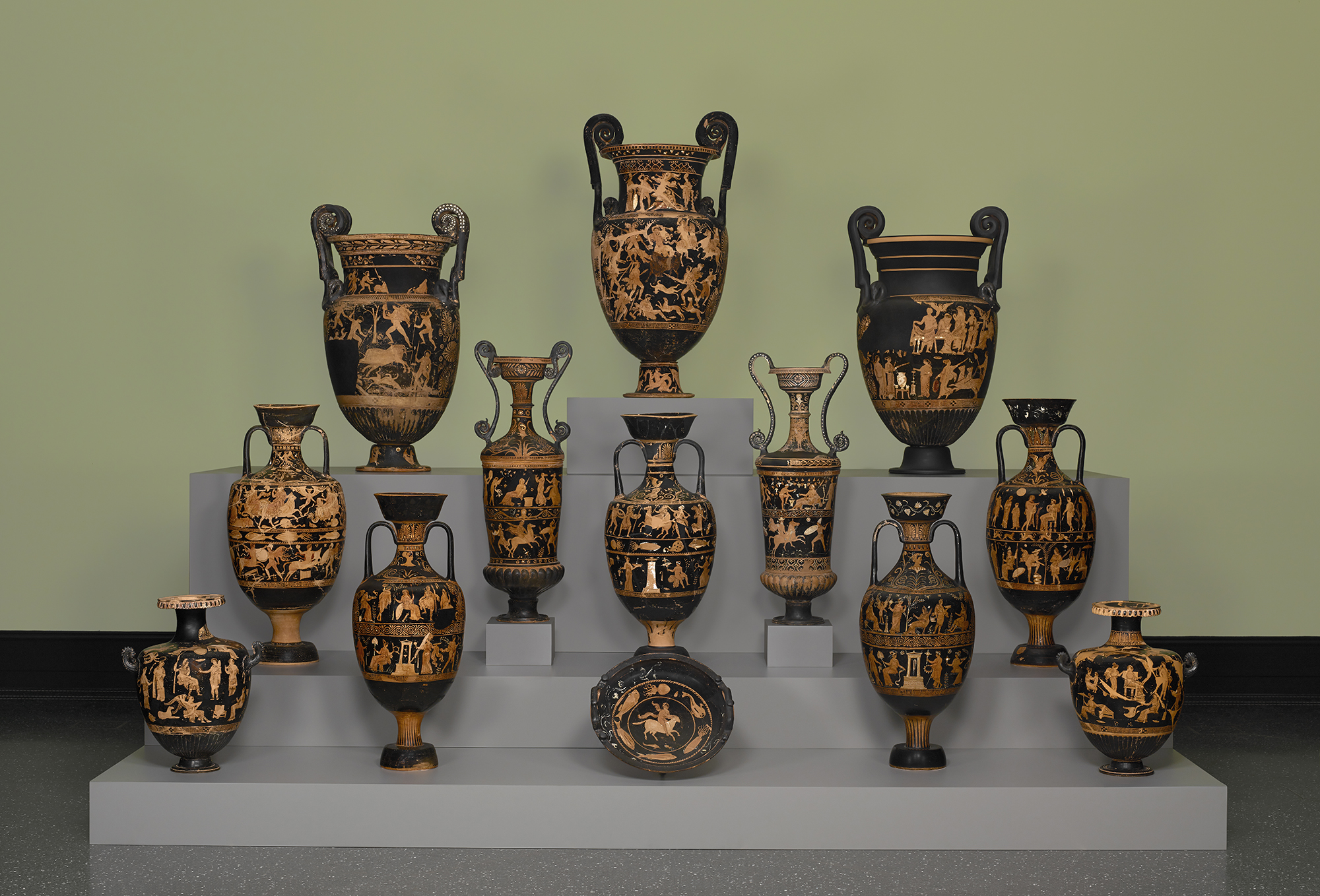 7. Assemblage of 13 funerary vessels, South Italian, from Ceglie del Campo, Apulia,375 - 310 B.C.Terracotta. Antikensammlung, Staatliche Museen zu Berlin.