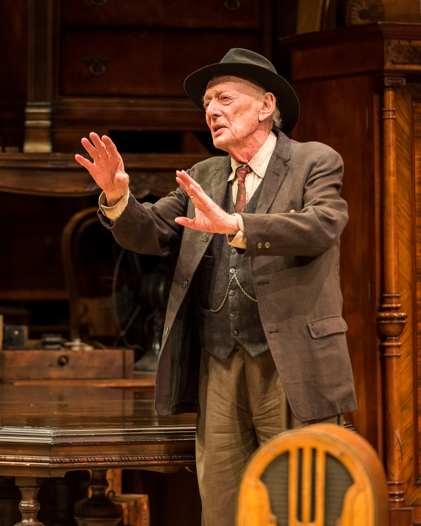 Alan Mandell as Gregory Solomon in THE PRICE.