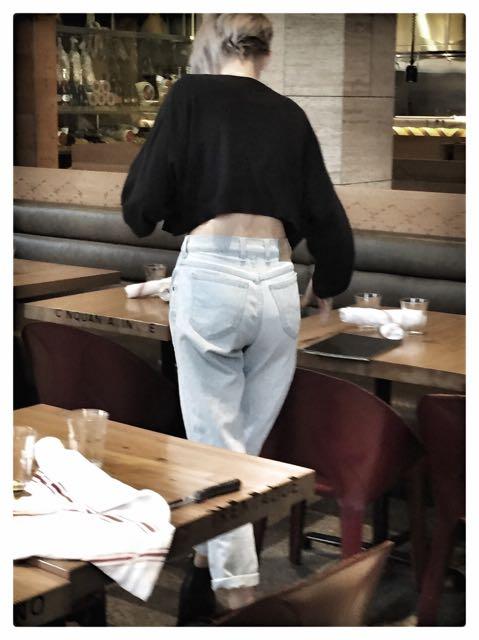 crop top/mom jeans