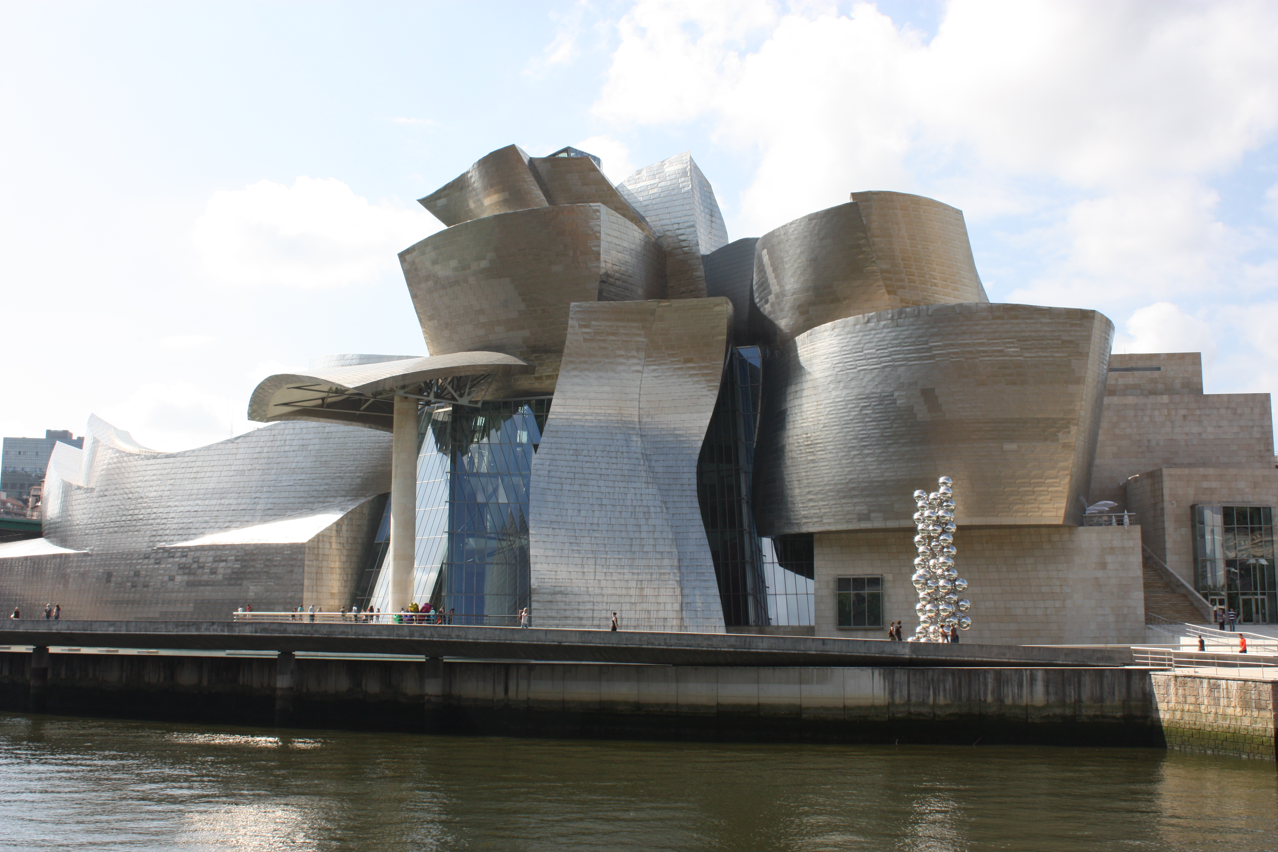 Is frank gehry the first true post modernist architect - Gehry architekt ...