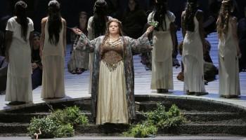 Angela Meade as Norma (c) LA Opera