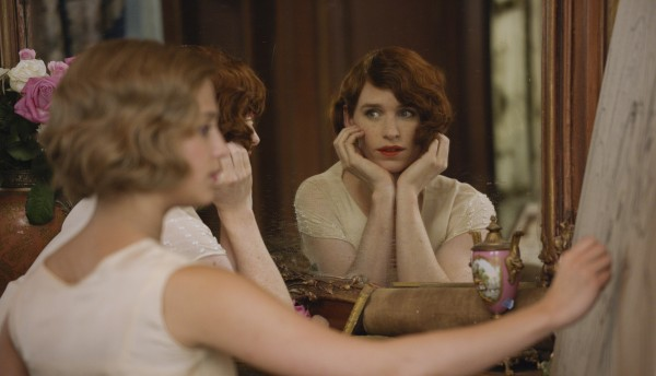 Eddie Redmayne as Lili, Alicia Vikander as Gerda.  The Danish Girl (c) Focus Features
