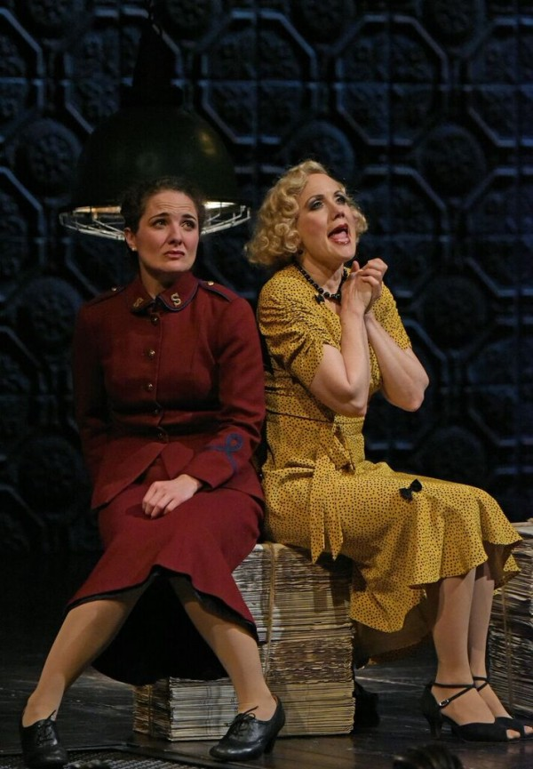 l-r, Kate Hurster and Robin Goodrin Nordli in Guys & Dolls at The Wallis