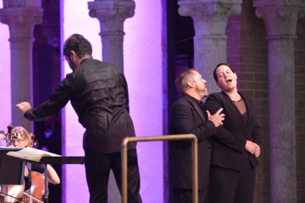 Conductor Pablo Heras-Casado with Paul Groves and EKza van den Heever in Fidelio at the Caramoor Festival of the Arts. Credit: Gabe Palacio