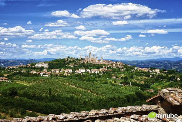 Farms surrounding San Gimignano - Photo: Pablo Charin