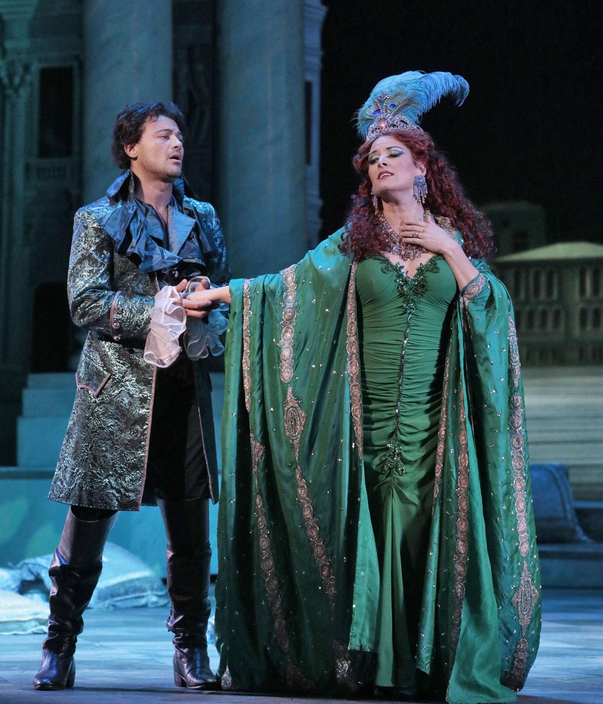 Vittorio Grigolo (Hoffmann), Kate Aldrich (Giulietta). Photo Ken Howard-LA Opera