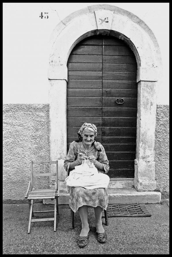Knitting. Montepagano, Abruzzi. July 1976