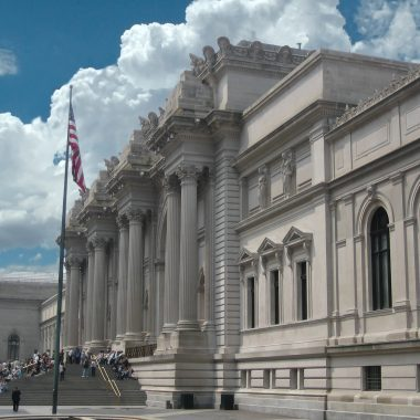 Image-Metropolitan_Museum_of_Art_entrance_NYC_NY