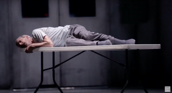 Jonathan Young in Betroffenheit