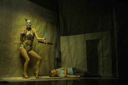 Jonathan Young and Kidd Pivot dancer in Betroffenheit