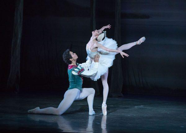 """Los Angeles Ballet's """"Swan Lake"""" with Kenta Shimizu & Petra Conti. Photo by Reed Hutchinson."""