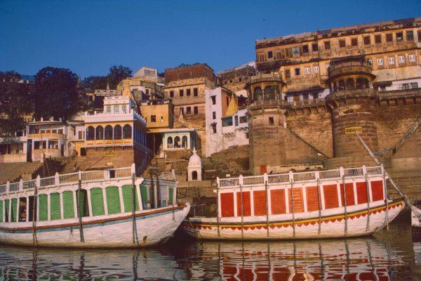 Boats on Ganges. Benares, India © Elisa Leonelli 1984