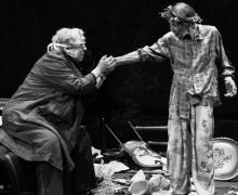 Jayne Houdyshell and Glenda Jackson in King Lear.
