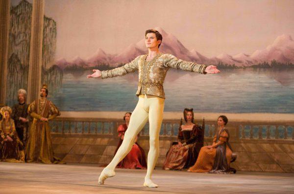Oleg Ivenko as Rudolf Nureyev © Sony Pictures Classics