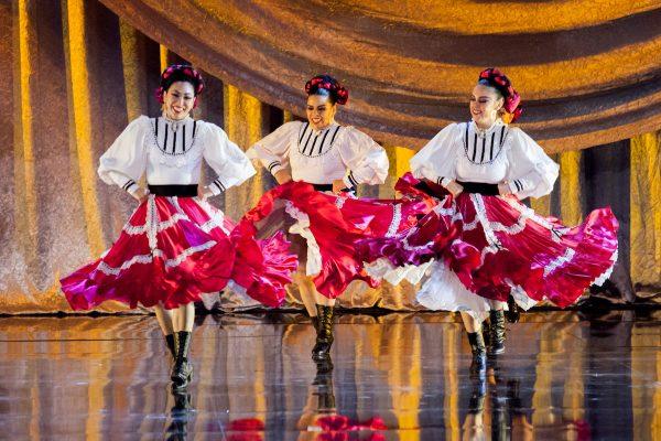 Pacifico Dance Company. Photo by Gennia Cui.
