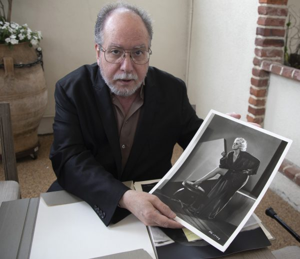 Mark Vieira with Jean Harlow print, photo (c) Armando Gallo-HFPA 2019