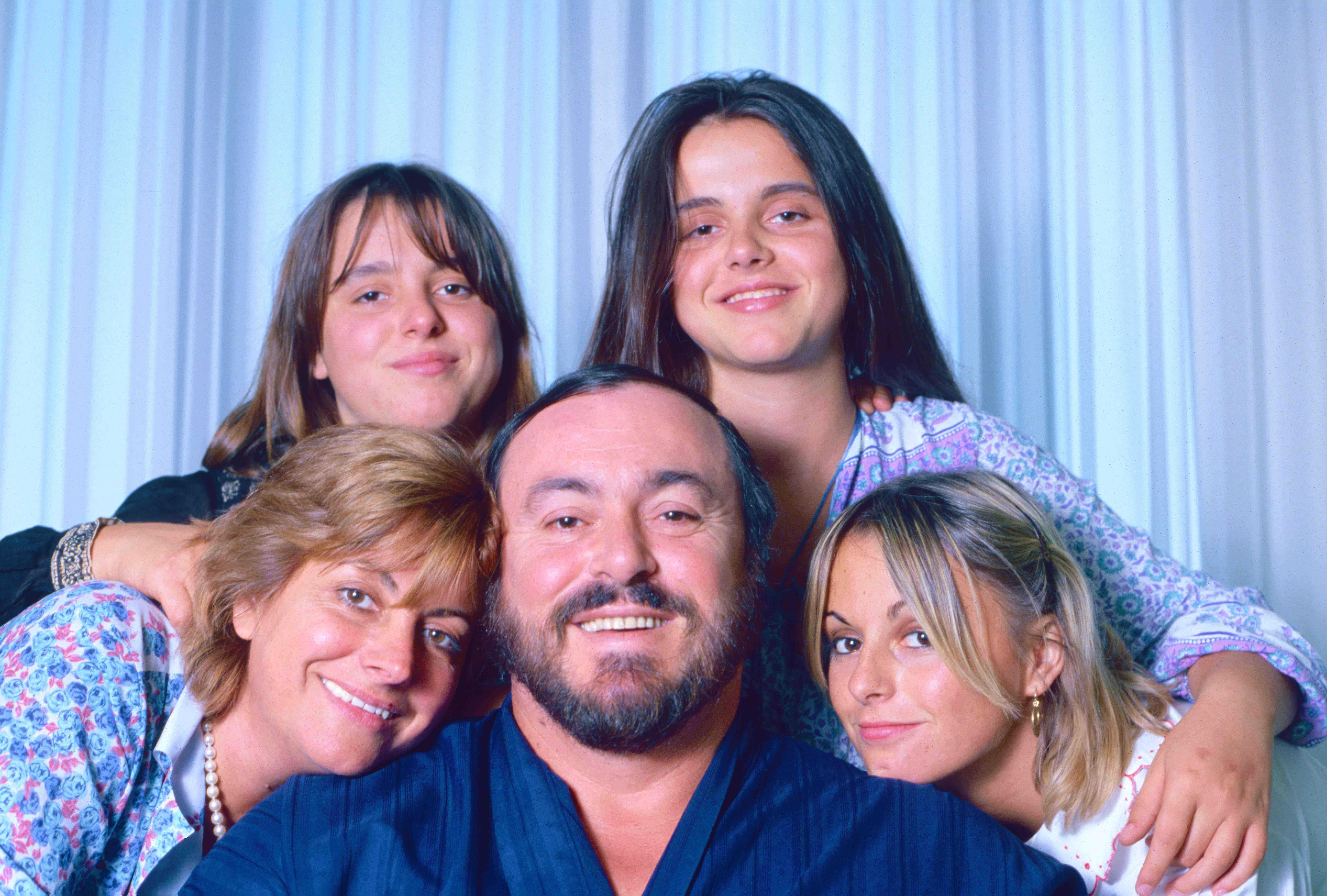 Luciano Pavarotti, Adua, Giuliana, Cristina, Lorenza (c) Elisa Leonelli 1981