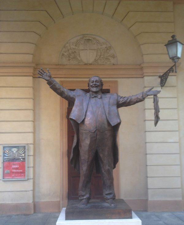 Luciano Pavarotti statue, Modena (c) Elisa Leonelli 2019