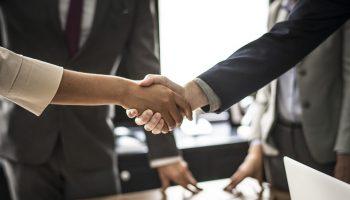 https://pixabay.com/photos/agreement-business-businessman-3489902/