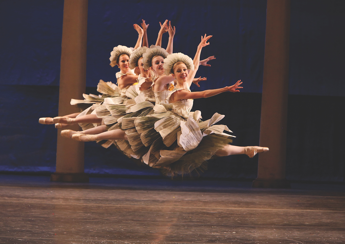 Los Angeles Ballet . Photo by Reed Hutchinson.