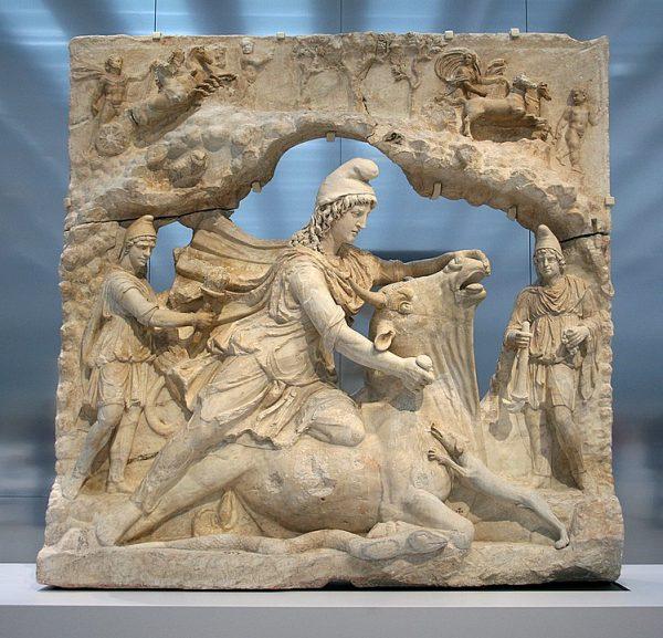 749px-0_Relief_représentant_Mithra_-_Louvre-Lens_(2)