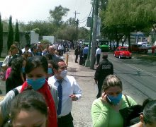 800px-People_waring_face_masks_in_Mexico-27April2009