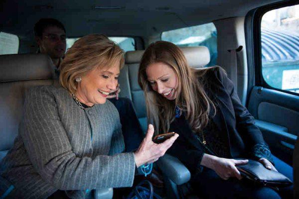 Hillary Clinton, daughter Chelsea ©Barbara Kinney-Hulu