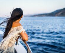 Woman in cruise.